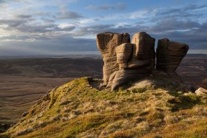 The Boxing Gloves, Kinder Scout